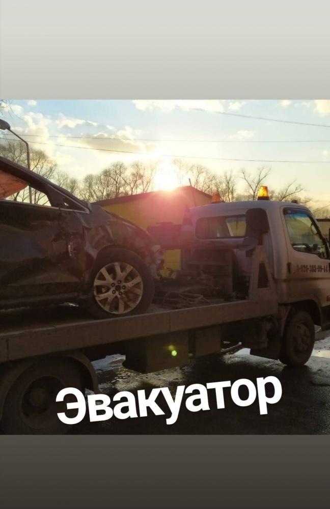 Эвакуатор перевез машину после ДТП с Новорязанского шоссе  в г.Жуковский.
